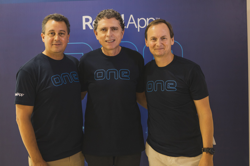 Gonzalo Almada, CEO, and Carlos Lerena, COO of RetailApp ™, along with Laercio Cosentino, TOTVS Chairman.