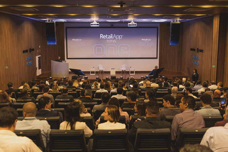 The complete auditorium of TOTVS for the launch of ONE.