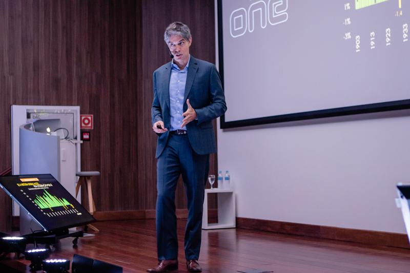 Ricardo Amorim, a renowned Brazilian economist, raised the possible scenarios for retail in 2019.
